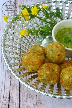 This light and crispy No Fry Sabudana Vada /Tapioca Fritters is not only a fun snack to eat, but is also among the preferred foods during fasting days and festivals like Navratri. Batata Vada, Sabudana Vada, Low Carb Vegetarian Recipes, Healthy Recipes, Vegetarian Food, Healthy Food, Sago Recipes, Peanut Chutney, Chaat