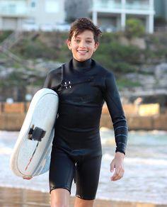d9dac82023795f #surfergirlquotes Neopren, Jungs, Schöne Hintern, Surfer Haar, Surferkerl,  Schöne Jungs