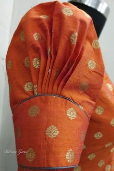 Puff sleeves Puff sleeves The post Puff sleeves & Vintage-Mode appeared first on Design . Simple Blouse Designs, Stylish Blouse Design, Designer Blouse Patterns, Fancy Blouse Designs, Bridal Blouse Designs, Saree Blouse Neck Designs, Pattern Blouses For Sarees, Blouse Neck Patterns, Netted Blouse Designs