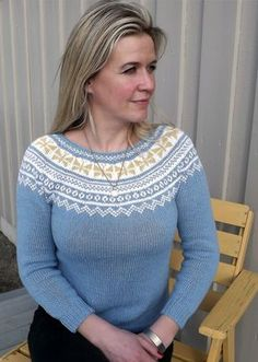 sommerfuglgenseren (1) Nordic Sweater, Fair Isle Knitting, Sweater Design, Bunt, Color Combinations, Free Pattern, Knitwear, Knitting Patterns, Pullover