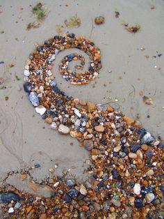 splendiferoushoney:  beach spiral byWayne Batchelor