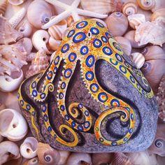 208 отметок «Нравится», 3 комментариев — Ayşegül Tolunay (@pietraizmir) в Instagram: «Dünyanın en zehirli ahtapotuymuş, ama olsun çok güzel #ahtapot #octobus #underwater #taşboyama…»