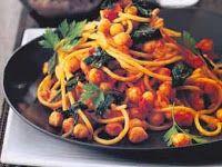 Espaguete com Grão-de-Bico, Espinafre e Molho Picante de Tomate (vegana)