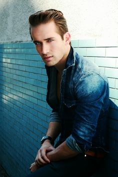 #MauricioHenao #Colombia #Guapo #sexy #actor #modelo #hermoso #hot #musculos #beautiful #body #shirtless #sincamisa #gay #queersite #latinqueersite #latingay