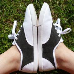 Turn a pair of plain, cheapie tennis shoes into super cute, super cheap saddle shoes!