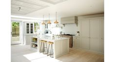 Find home projects from professionals for ideas & inspiration. The Clapham Classic English Kitchen by deVOL by deVOL Kitchens Kitchen With Big Island, New Kitchen, Kitchen Dining, Kitchen Decor, Country Kitchen, Kitchen Ideas, Kitchen Photos, Kitchen Layout, Kitchen Colors