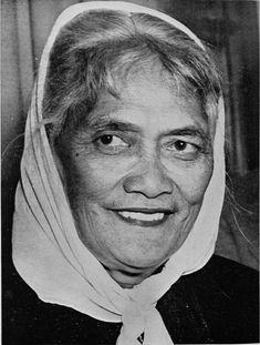 Princess Te Puea Herangi, CBE November 1883 – 12 October was a Māori leader from New Zealand's Waikato region known by the name Princess Te Puea. Her mother, Tiahuia, was the elder sister of King Mahuta. Polynesian People, Polynesian Culture, Rejected Princesses, Maori Words, Hula Dance, Maori People, Maori Art, Women In History, Wwi