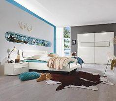schlafzimmer in wei mit kontrastierenden highlights die lila wand - Schlafzimmer Lila Wand