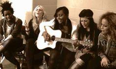 5 Girls Singing Hallelujah