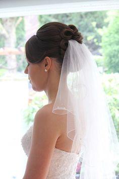 #Braut #Frisur mit #Schleier #hochgesteckt. #Dutt#klassisch#Locken#schulterlang#mittellang#Bridalhair#Bridal#Hair#Styles#updo#Vintage##Hairstyles#Classic#Diadem