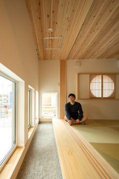 Bedroom Window Design, Bedroom Windows, Japanese Interior, Japanese Architecture, Japanese House, Stairs, House Design, Furniture, Meditation