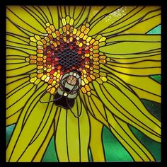 Bee on Sunflower stained glass pattern, great pattern site!