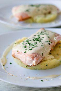 Saumon cuit à l'unilatérale, sauce à la moutarde & écrasé de pommes de terre…