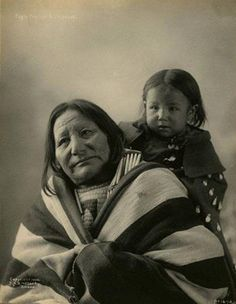 Eagle Feather and her daughter - Oglala - 1900