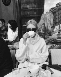 Black And White Aesthetic, Black N White, White Chic, Black And White Instagram, Pink White, Foto Pose, Belle Photo, Black And White Photography, Fashion Art