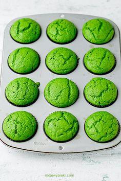 Babeczki Leśny Mech Minecraft Food, Cookie Recipes, Dessert Recipes, Monster Cupcakes, Food Gallery, Dog Cakes, Raspberry Cheesecake, Polish Recipes, Dessert Drinks