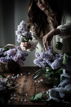 Lilac Syrup INGREDIENTS 1 quart Lilac Blossoms, tightly packed 2 cups Raw Cane Sugar 2 cups Water 3-4 Blackberries or Blueberries 2 teaspoons Fresh Lemon Juice
