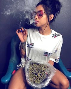 Cardiovascular issues and medical marijuana. Immediately after smoking cannabis, the heart rate increases by 30 to 60 beats per minute. Weed Girls, 420 Girls, Girl Smoking, Smoking Weed, Smoke Photography, Gangster Girl, Weed Art, Stoner Girl, Buy Weed Online