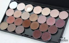 Amazing list of mac eyeshadows already organized into palettes, plus awesome ideas for organizing your makeup collection