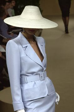 """Yves Saint Laurent Haute-Couture spring/summer 2001.- Linen belted suit and straw """"coolie"""" hat."""
