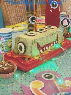 O bolo con ducha no esmalte estaba vermello no seu interior #halloweenfingerfoodfun #HalloweenFingerfood