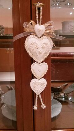 Cuori Valentine Decorations, Valentine Crafts, Christmas Crafts, Valentines, Christmas Ornaments, Baby Girl Room Decor, Girl Decor, Diy Air Dry Clay, Room Scents