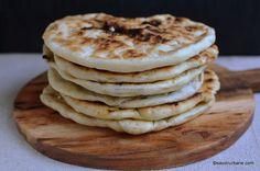 Plăcinte de post cu cartofi și ceapă călită - la tigaie sau pe lespede | Savori Urbane Romanian Food, Catering, Pancakes, Goodies, Food And Drink, Pizza, Cooking Recipes, Bread, Vegan
