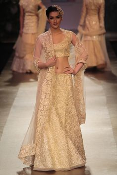 Pallavi Jaikishan at Lakme Fashion Week 2012