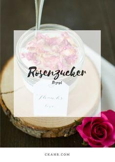 Dieser Zucker sorgt für mehr Abwechslung in der Küche. Rosenzucker mit getrockneten Bio-Rosenblüten. Rezept -> ckahr.com