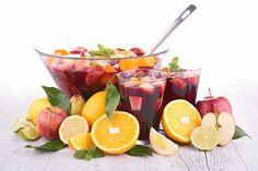 Напитки для пикника: 5 весенних рецептов. Чем заняться погожим майским деньком всей семьей? Конечно же, устроить пикник на природе. Не имеет значения, где пировать: во дворе дома, городском парке или лесной тиши. Главное, взять с собой вдоволь закусок и напитков для пикника. #edimdoma #cookery #recipe