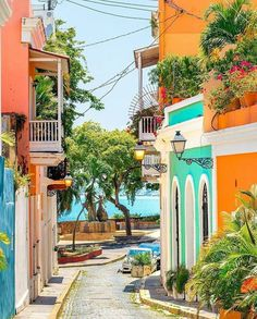 Colorful cobbled street in Old San Juan, Puerto Rico Vacation Destinations, Vacation Spots, Beautiful World, Beautiful Places, Puerto Rico Pictures, Old San Juan, Vietnam, Porto Rico, San Juan Puerto Rico