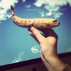 Jurgen Steenwelle Fotoserie: vader versiert elke dag een banaan voor zijn twee dochters