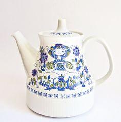 Figgjo Norway Lotte Teapot Turi Gramstad Oliver Scandinavian Pattern, Vintage Crockery, Vogue Wedding, Ceramic Decor, Vintage Pottery, Vintage Vogue, Chocolate, Teapots, Tea Time