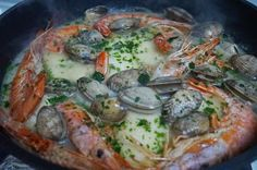Esta semana otra receta para disfrutar estas fiestas, rica y sencilla, un plato de pescado. Cazuela de merluza,con una salsita muy buena...