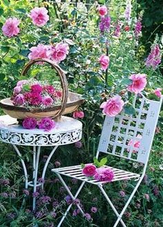 Cottage Garden Ideas to Create Perfect Spot A cottage garden's greatest appeal is that it seems to lack any conscious design. But even a cottage garden needs to be controlled. Pink Garden, Dream Garden, Garden Art, Garden Table, Flowers Garden, Garden Seating, Garden Chairs, Summer Garden, Garden Cottage
