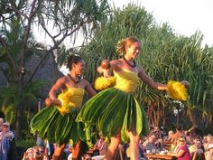 One of the best Maui experiences is an authentic Hawaiian Luau. The feast is usually comprises kalua pig cooked in an earthen oven, poi and haupia. There is plenty of entertainment in the form of dance and music. The experience covers Hawaii's rich history, an ocean view and sunset.