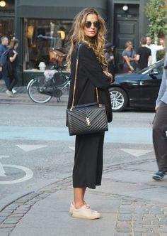 Locker geschnittene schwarze Hose / / schwarzer Blazer / / YSL-Tasche Loosely cut black trousers // black blazer // YSL bag, # cut The post Loosely cut black pants // black blazer // YSL bag appeared first on Katherine Levine. Lit Outfits, Mode Outfits, Casual Outfits, Fashion Outfits, Womens Fashion, Fashion Trends, Black Outfits, Fashion Shoes, Blazer Fashion