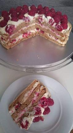Pavlovovej torta s mascarpone a malinami (fotorecept) - obrázok 11 French Toast, Breakfast, Recipes, Cakes, Food, Mascarpone, Morning Coffee, Cake Makers, Recipies
