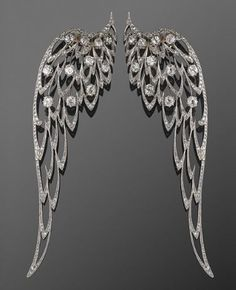 Now doesn& THIS ONE just set your heart all aflutter. Fred Leighton Circa 1900 Edwardian Platinum and Diamond Wing Brooches Edwardian Jewelry, Antique Jewelry, Vintage Jewelry, Handmade Jewelry, Jewelry Box, Jewelry Accessories, Fine Jewelry, Jewelry Design, Bling Bling
