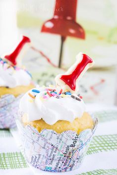 These Paper Towns Cupcakes are so cute and would be perfect for a release party
