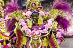 Veja fotos da Rosas de Ouro no Desfile das Campeãs de SP Samba, Captain Hat, Folk, Crown, Hats, Black Pearls, Roses, Corona, Popular