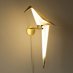 Perch by artist Umut Yamac is a unique wall lamp inspired by the traditional Japanese art of origami. Made from rice paper fitted with brass trimmings, the claws of the origami bird are what complete. Creative Lamps, Unique Lamps, Unique Lighting, Lighting Design, Wall Lighting, Origami Lights, Origami Lamp, Origami Birds, Origami Paper