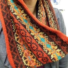 NikkiFB's Pyukkleen cowl -- knitting pattern by Ysolda Teague Knitted Cape, Knit Cowl, Cowl Scarf, Knitted Shawls, Crochet Scarves, Knit Crochet, Crochet Humor, Crochet Mandala, Crochet Afghans