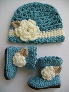 Baby girl boots and hat set size 03 months MADE TO by LadybugLB, $42.00