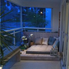 Make yourself a futon with palate boards and cushions Small Balcony Design, Small Balcony Decor, Small Space Interior Design, Home Room Design, House Design, Apartment Balconies, Indian Home Decor, Home Decor Furniture, Outdoor Spaces