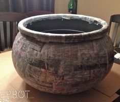 EPBOT: Plant Your Christmas Tree In a Potter-Inspired Tree Cauldron! How to make a cauldron for Halloween or ? Halloween Trees, Halloween Door, Outdoor Halloween, Diy Halloween Decorations, Fall Halloween, Halloween 2019, Tree Decorations, Harry Potter Halloween, Harry Potter Props