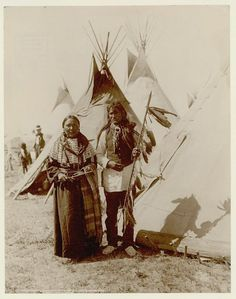 Singing Bird and her husband White And Yellow Buffalo Cow - A'aninin - 1907