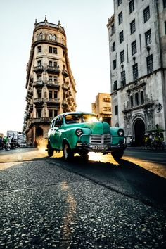 Join X-Photographer Daniel Malikyar on an exploratory first day in old Havana with his trusted X-Pro2.