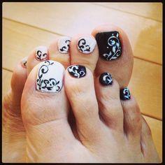 Image viaToenail DesignsImage viaCool & Pretty Toe Nail Art Designs & Ideas For Beginners .Image via Pretty Toe Nail Art D Simple Toe Nails, Cute Toe Nails, Fancy Nails, Pretty Nails, Pedicure Designs, Pedicure Nail Art, Toe Nail Designs, Toe Nail Art, White Pedicure