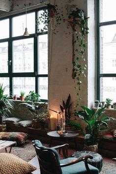 Dschungelmomente beim Apéro Lunch mit Pflanzenfreude.de Cafe Bar, Interior Inspiration, Oversized Mirror, Rest, Living Room, Plants, Furniture, Home Decor, Roommates